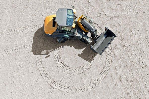 AS700 kleiner wendekreis im Sand